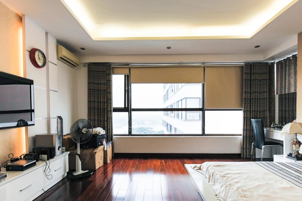 Phòng ngủ chính ở vị trí góc với view sông Căn góc tầng cao tháp B The Panorama