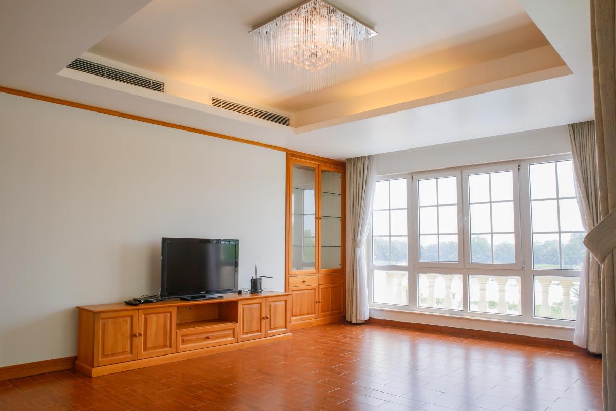 Phòng khách ở tầng lầu với view sông Villa view sông Riverside Palace Thảo Điền