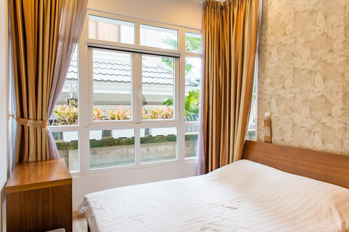 Phòng ngủ có view nội khu thoáng mát. Căn hộ hướng Bắc SEM Residence