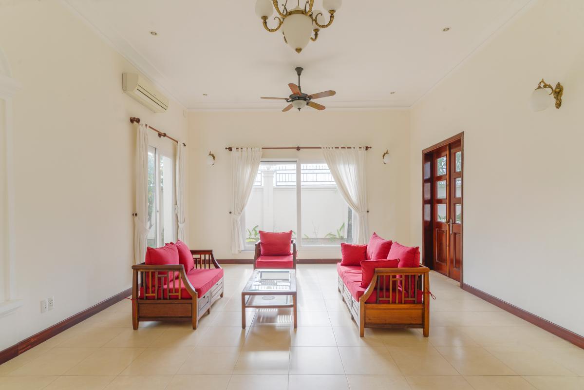 Phòng khách cực kfy rộng rãi Villa 3 tầng compound Nguyễn Văn Hưởng