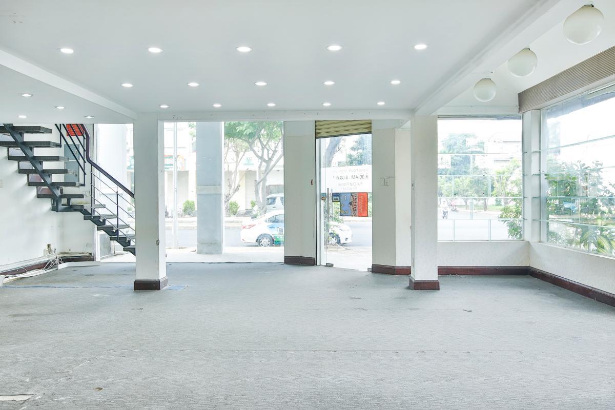 Tầng trệt Nhà 5 tầng mặt Hà Huy Tập quận 7