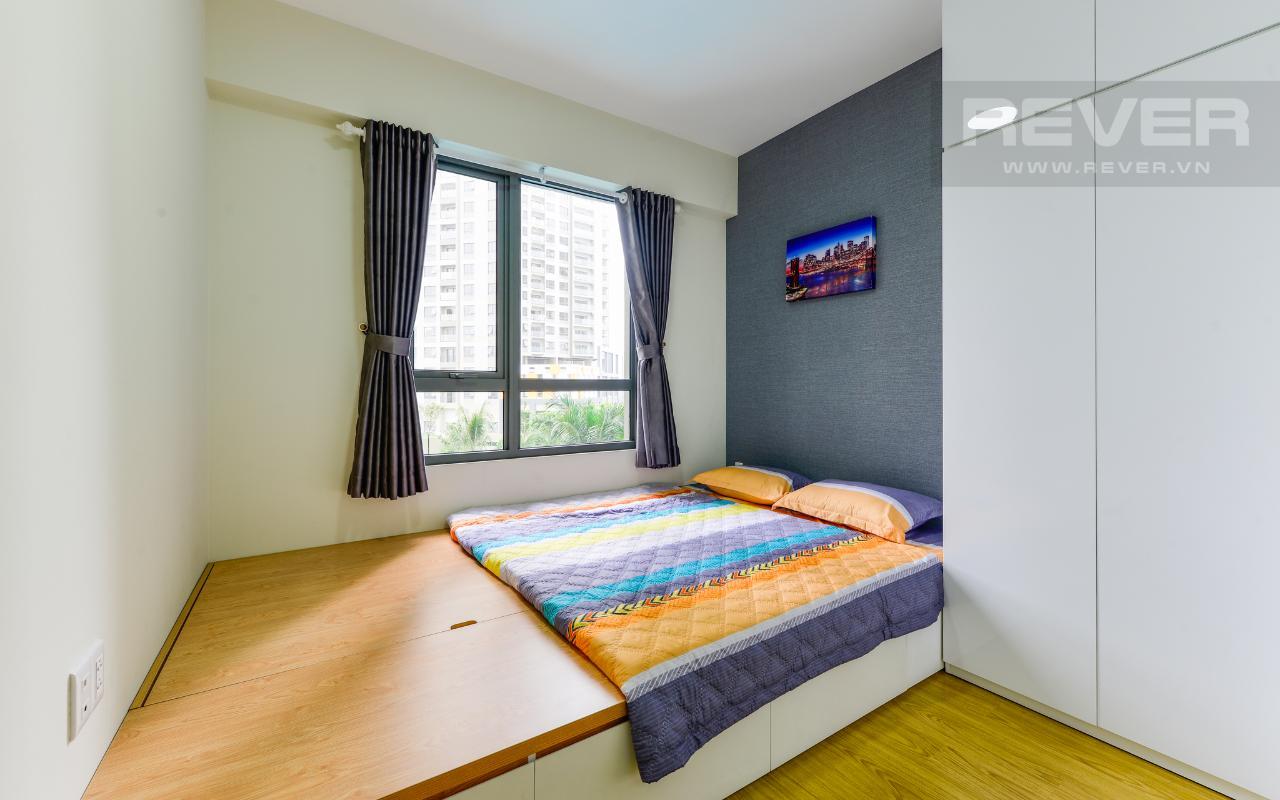 Phòng ngủ 1 có tủ đồ cao kịch trần Căn hộ hướng Tây Bắc 2 phòng ngủ T3A Masteri Thảo Điền