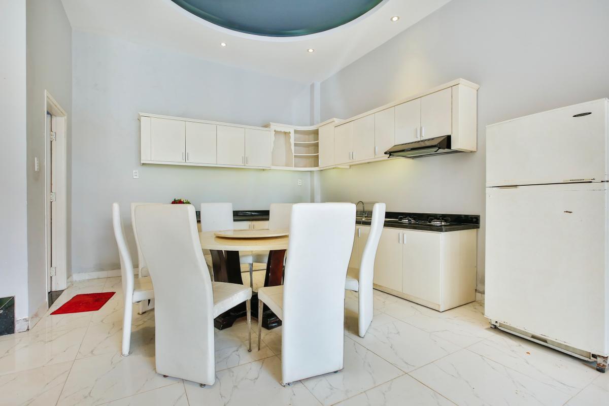 Phòng bếp Nhà 4 tầng Tống Hữu Định Thảo Điền