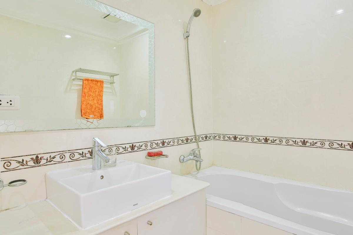 Lavabor ở phòng tắm Căn hộ trung tầng tháp B Flemington