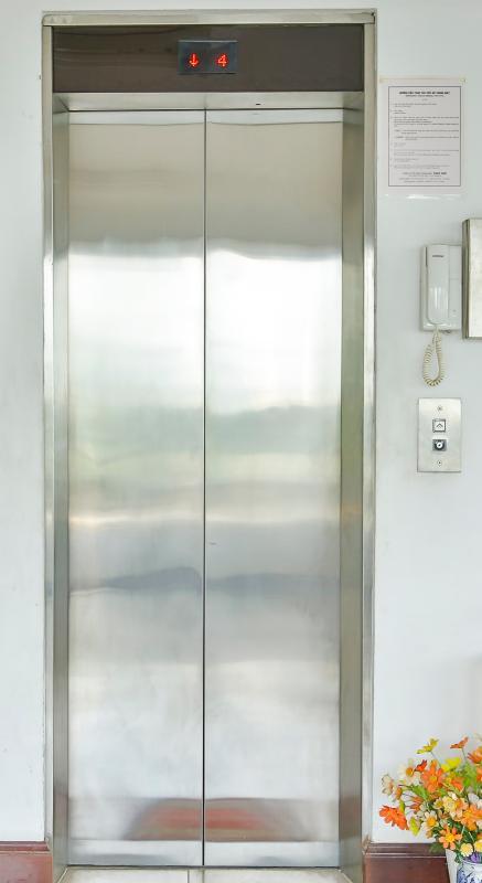 Thang máy Nhà 5 tầng mặt Hà Huy Tập quận 7