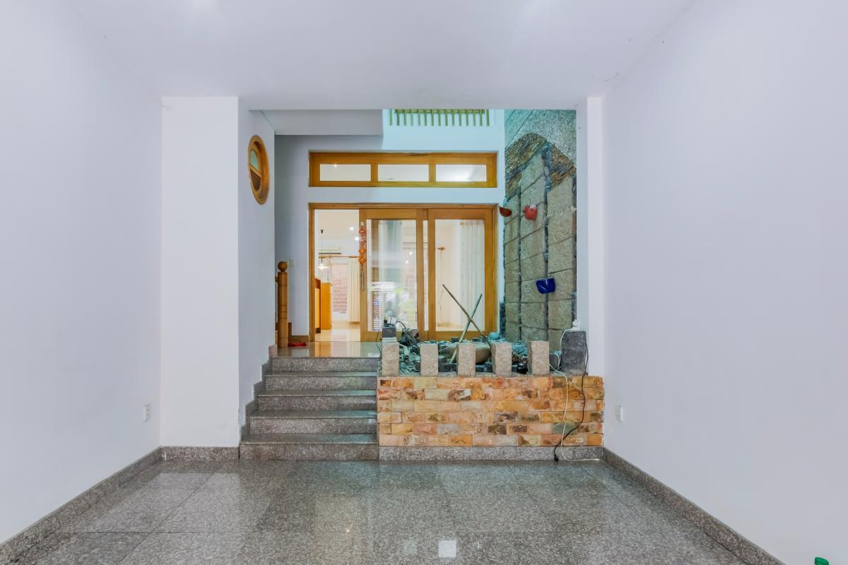 Phòng trước Nhà 3 tầng mặt tiền Phạm Cự Lượng Tân Bình