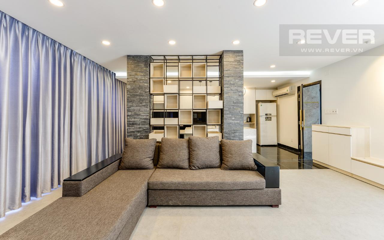 Ghế sofa góc ở phòng 91m2 M & T Building cho thuê phòng đủ nội thất, nhiều diện tích sử dụng