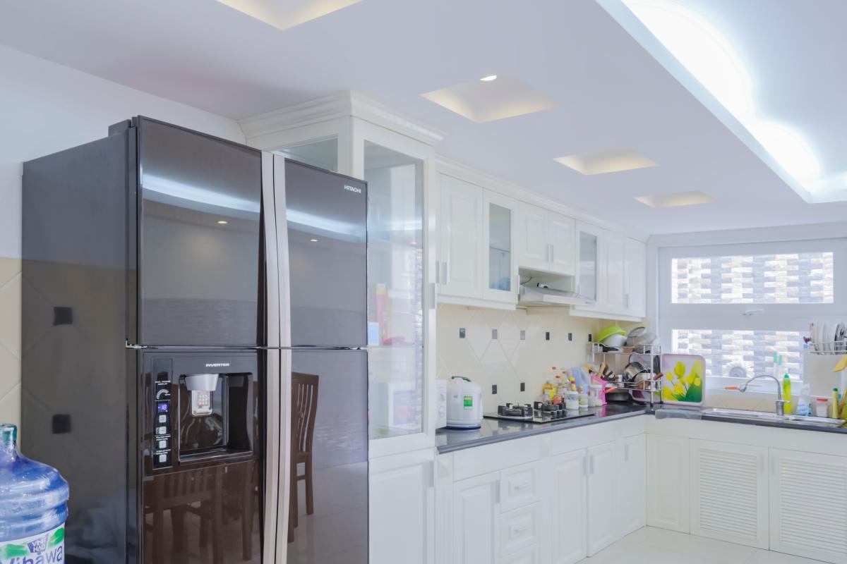 Phòng bếp với đầy đủ trang thiết bị nhà bếp Nhà 4 tầng mặt tiền đường Số 11 Tân Kiểng quận 7