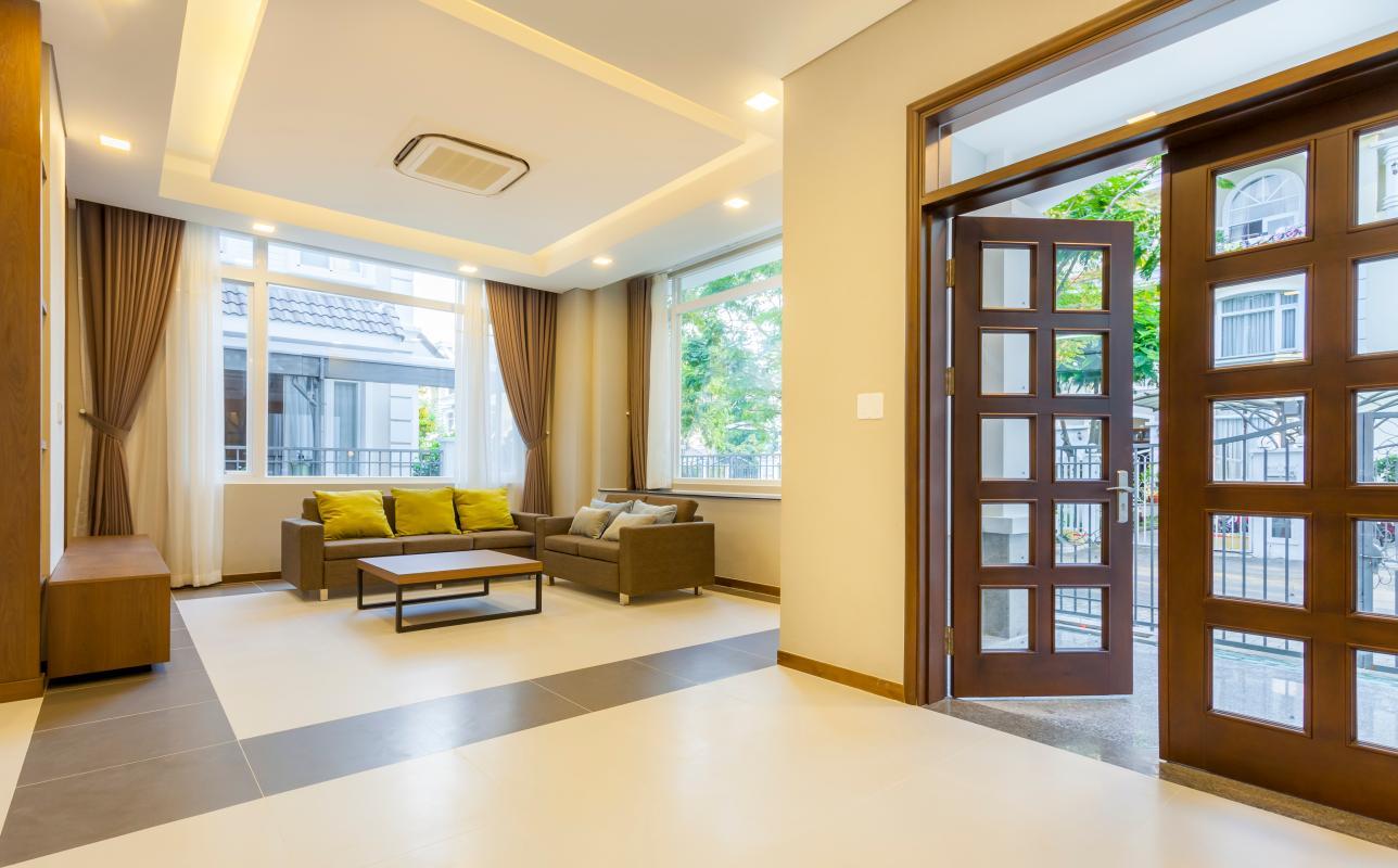 Phòng khách nhìn từ bàn ăn Villa 3 tầng Phú Mỹ 3A Tân Trào