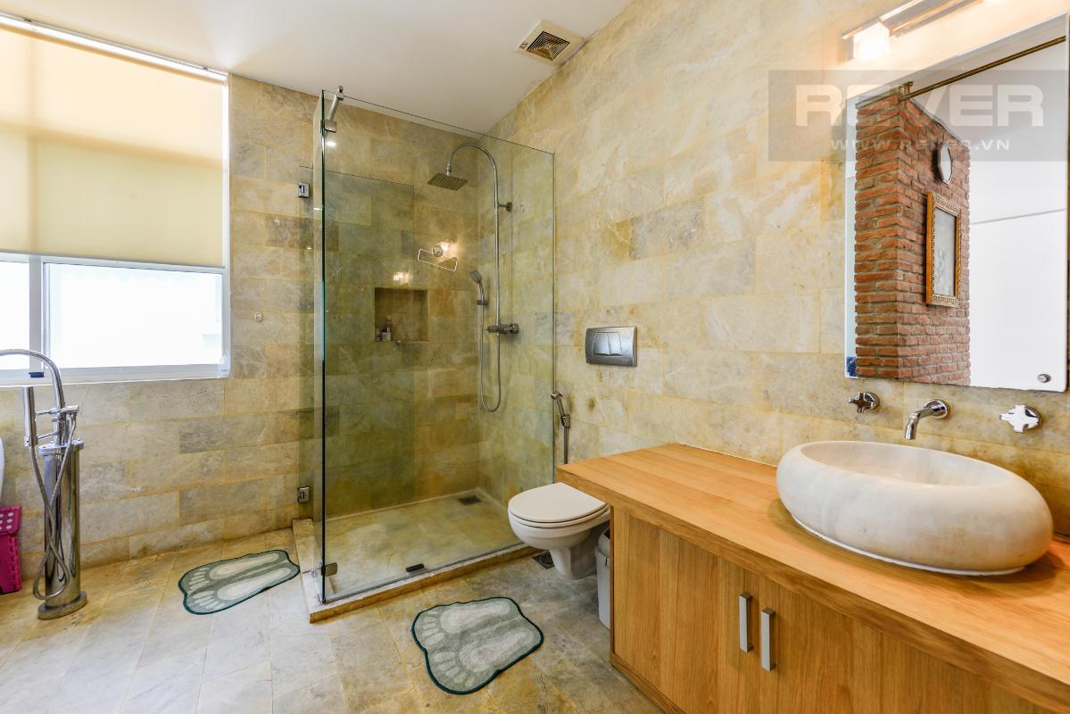 Phòng tắm chính Villa 2 tầng có sân vườn hướng Đông Bắc Hưng Thái 2