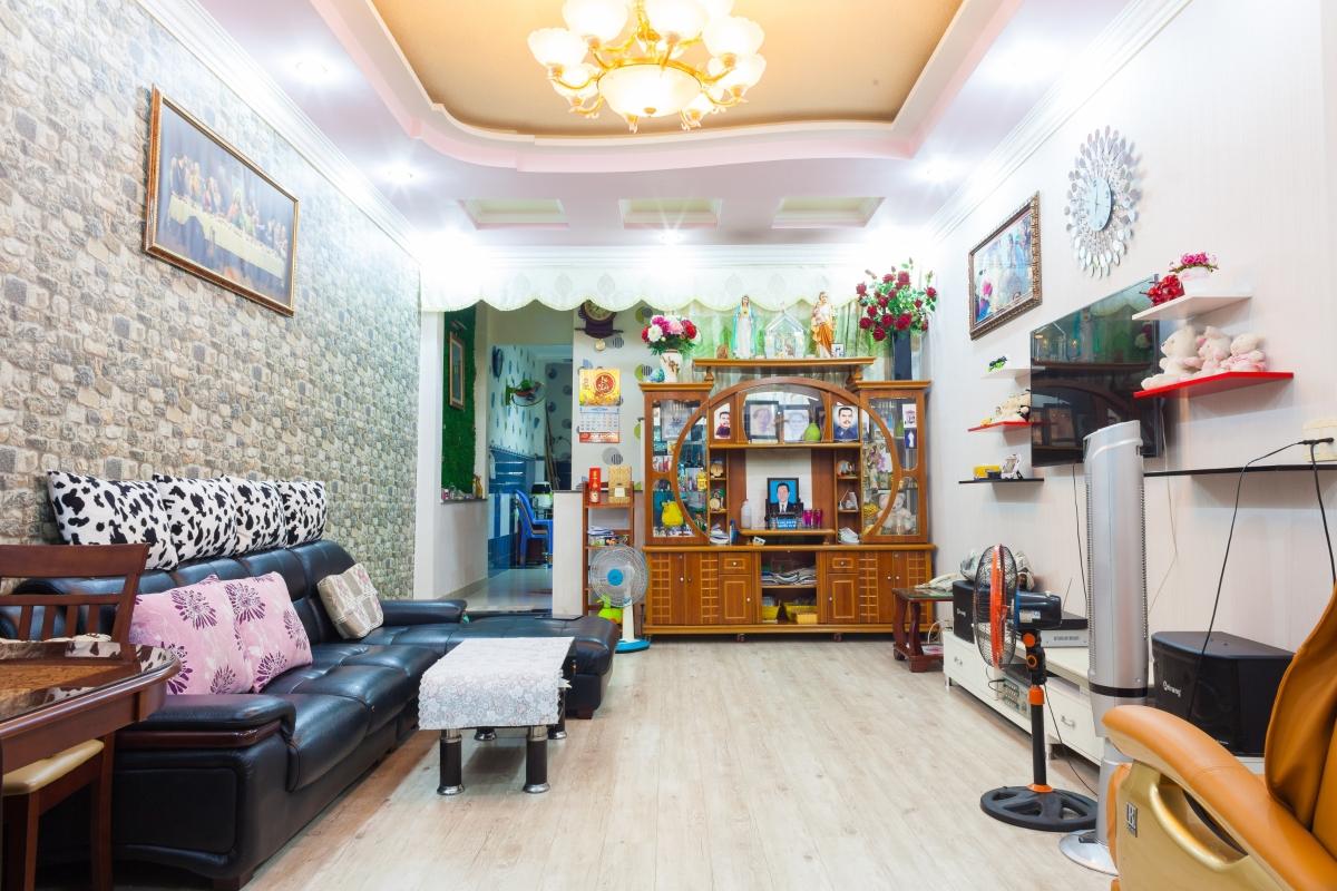Nhà phố Lê Văn Lương xây dựng kiên cố, nội thất cao cấp 4