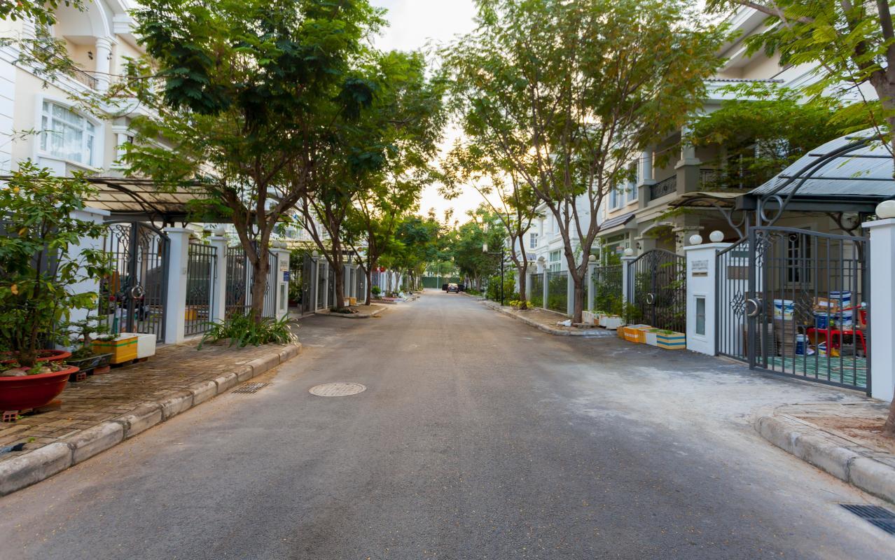 Đường trước nhà Villa 3 tầng Phú Mỹ 3A Tân Trào