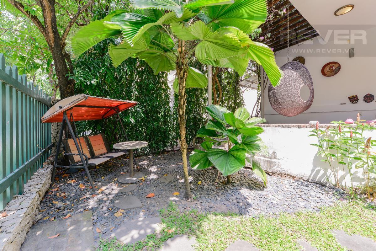 Khu thư giản ở sân vườn Villa 2 tầng có sân vườn hướng Đông Bắc Hưng Thái 2