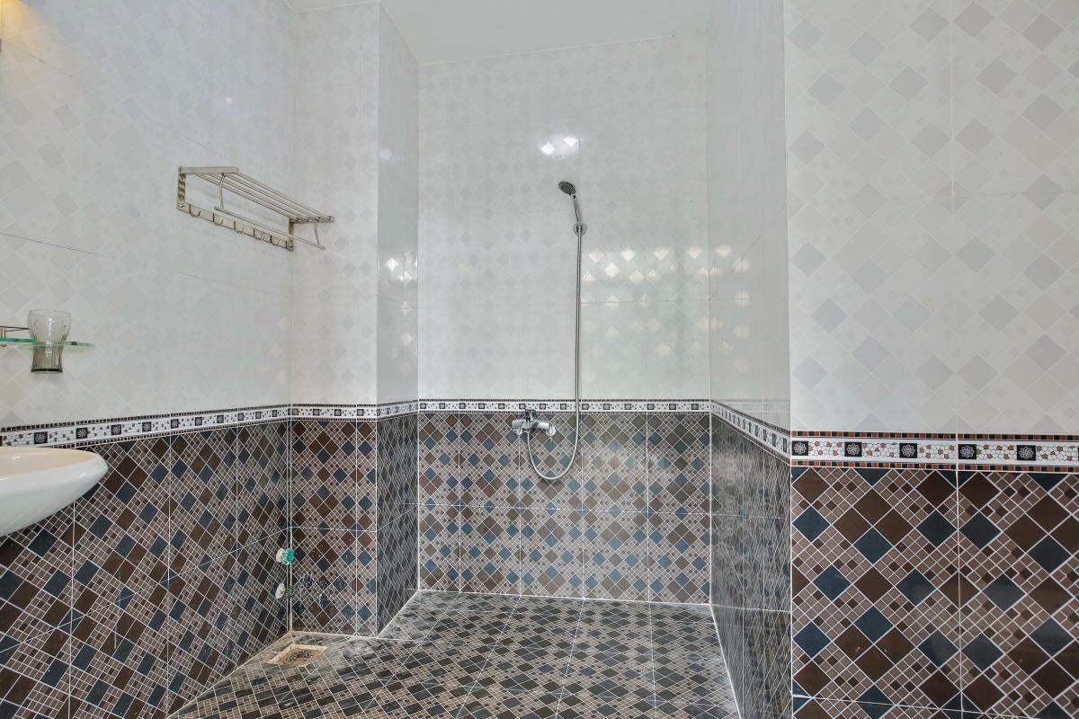 Phòng tắm Nhà 4 tầng Tống Hữu Định Thảo Điền