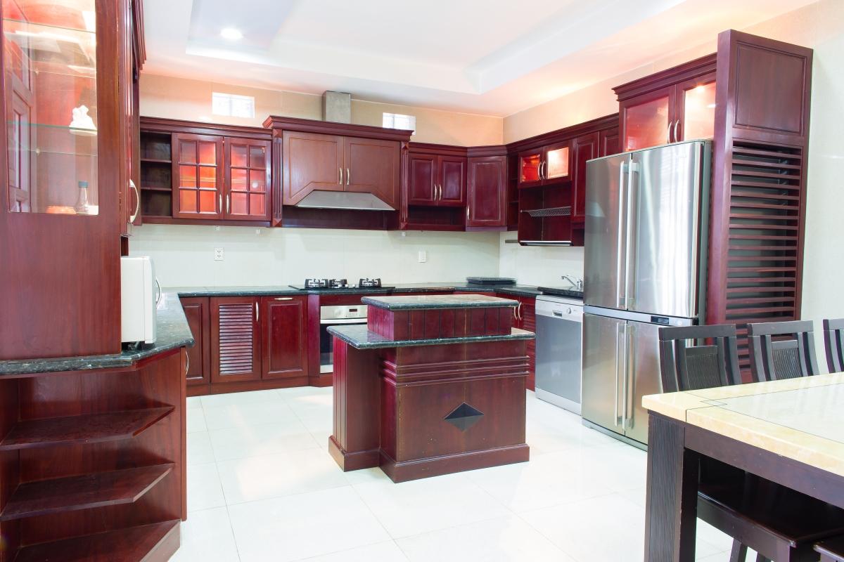Phòng bếp uy nghi Villa đường số 14 Fideco Thảo Điền Quận 2