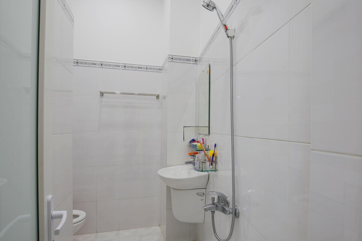 Phòng tắm Nhà phố Nguyễn Khoái 4 tầng kiên cố