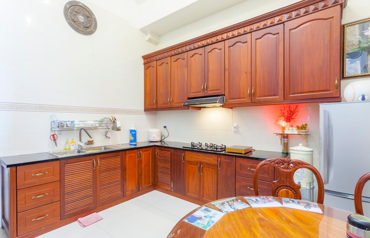 Kệ bếp đứng chữ L Villa hướng Tây Bắc Đường 12 Thảo Điền