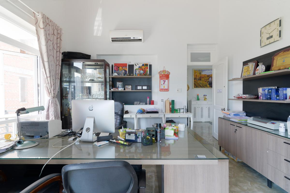 Phòng làm việc đầy đủ tiện nghi Villa 3 tầng compoud Hà Đô