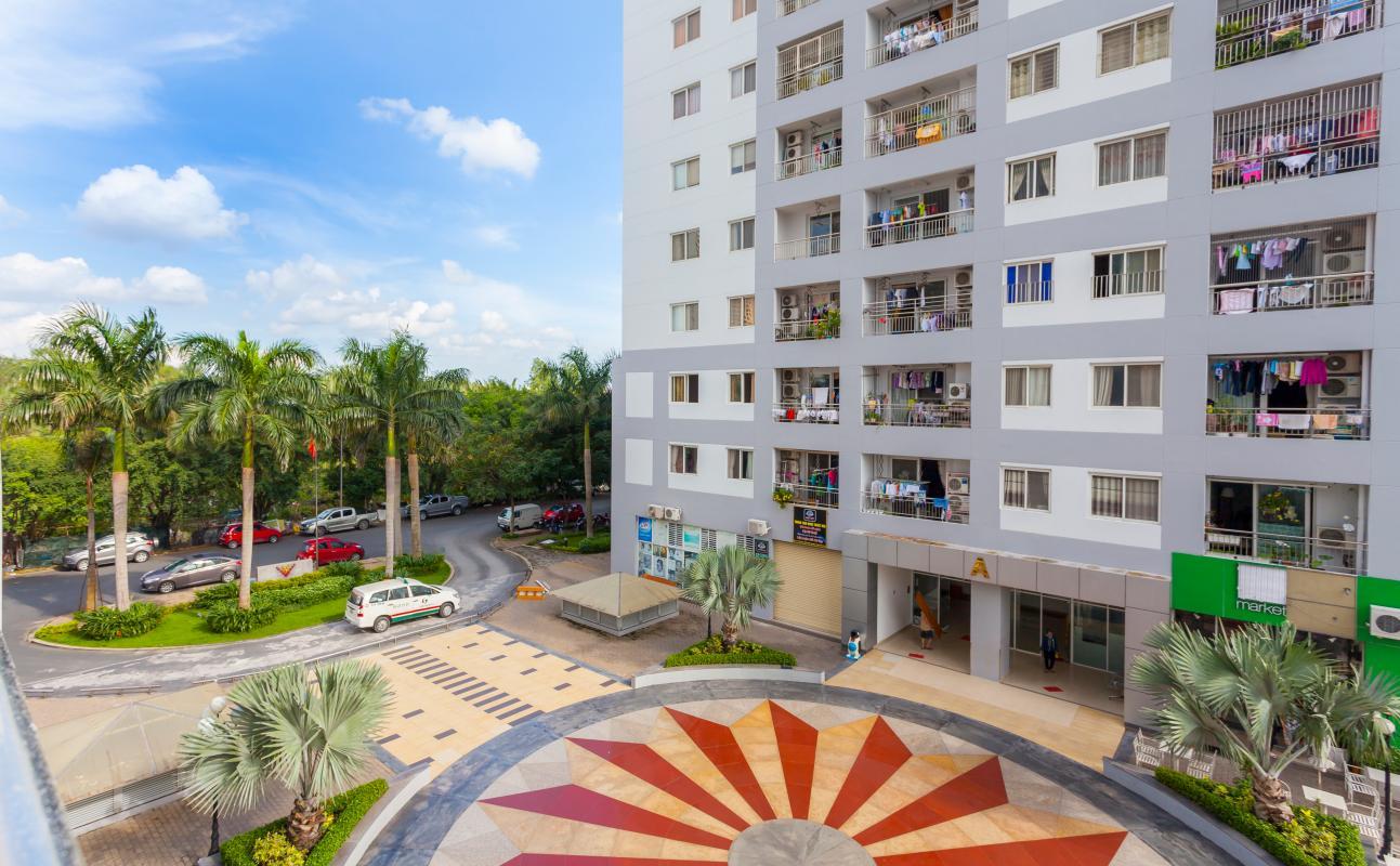 View nội khu từ căn hộ Căn góc tháp B V-Star Tấn Trường