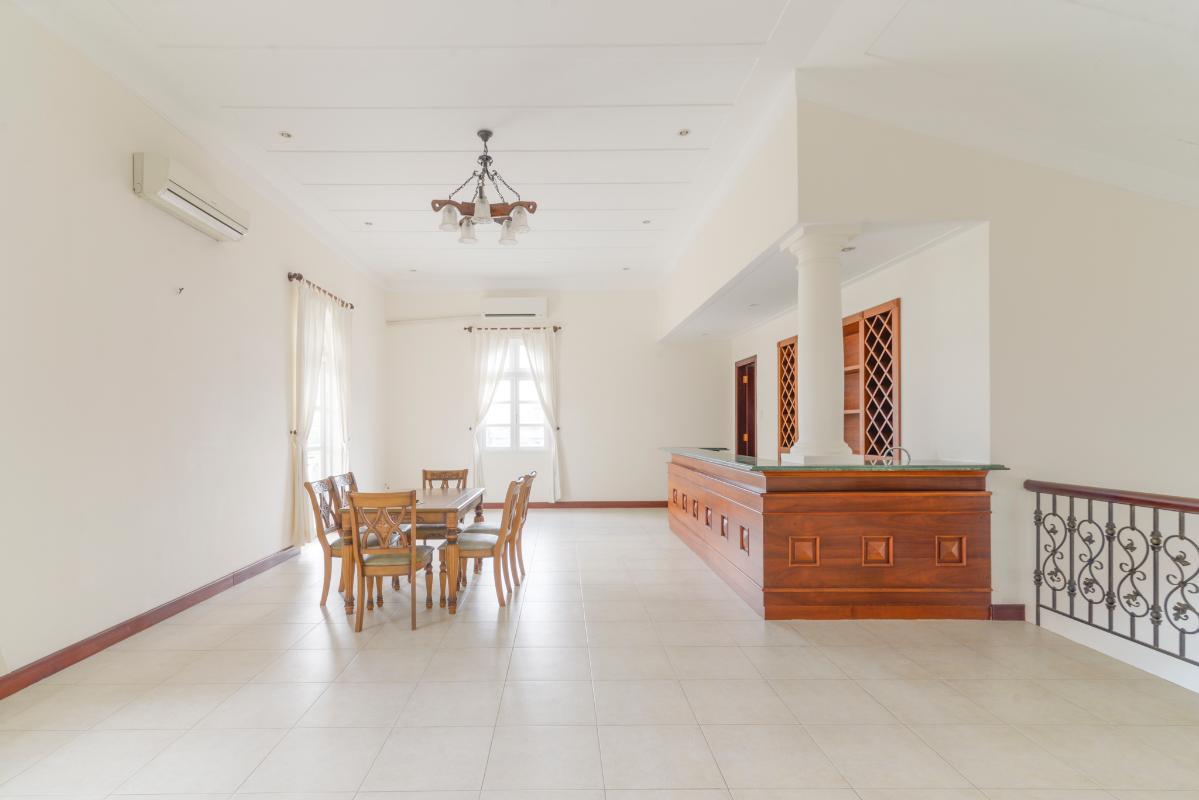 Khu vực tiếp khách ở tầng lầu. Villa 3 tầng compound Nguyễn Văn Hưởng