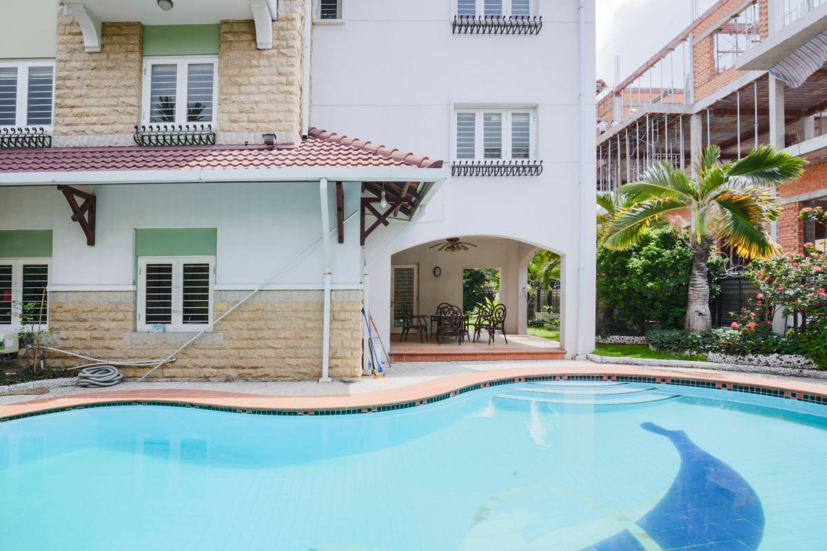 Hồ bơi bên trong căn villa Villa sân vườn có hồ bơi Nguyễn Văn Hưởng