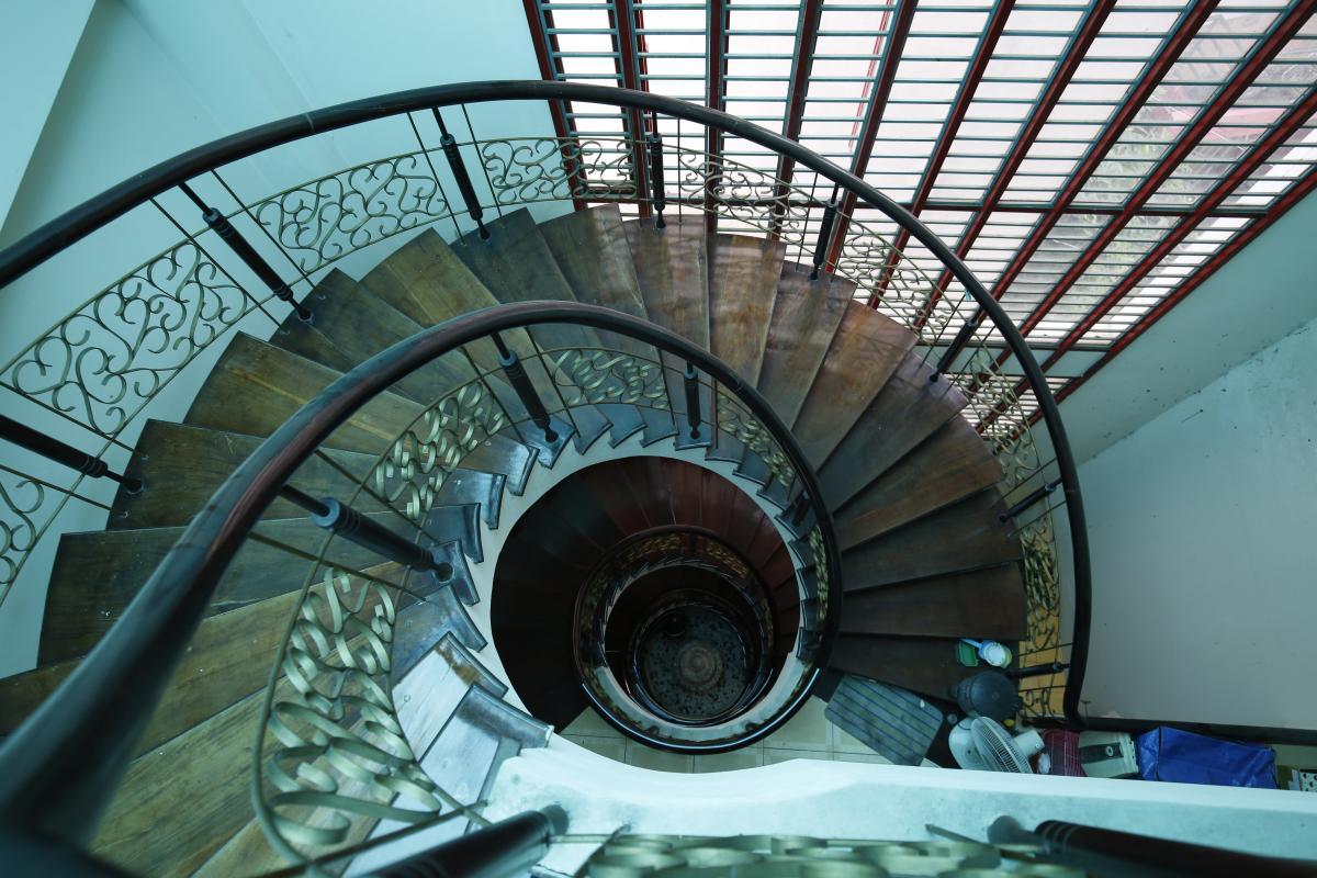Cầu thang xoắn óc Nhà 3,5 tầng hẻm Phan Xích Long Phú Nhuận