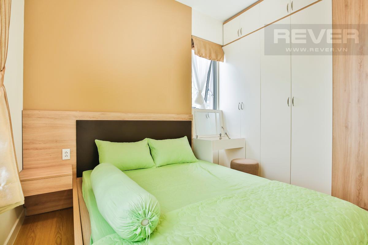 Cửa sổ nhỏ phòng ngủ chính hướng Đông Nam Căn góc tầng cao T4A Masteri Thảo Điền
