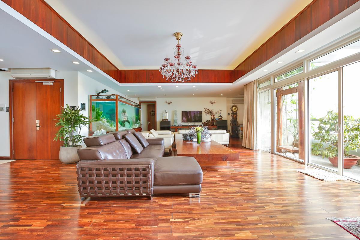 Phòng khách views hướng Nam thoáng mát Penthouse hướng Nam Sapphire 1 Sài Gòn Pearl