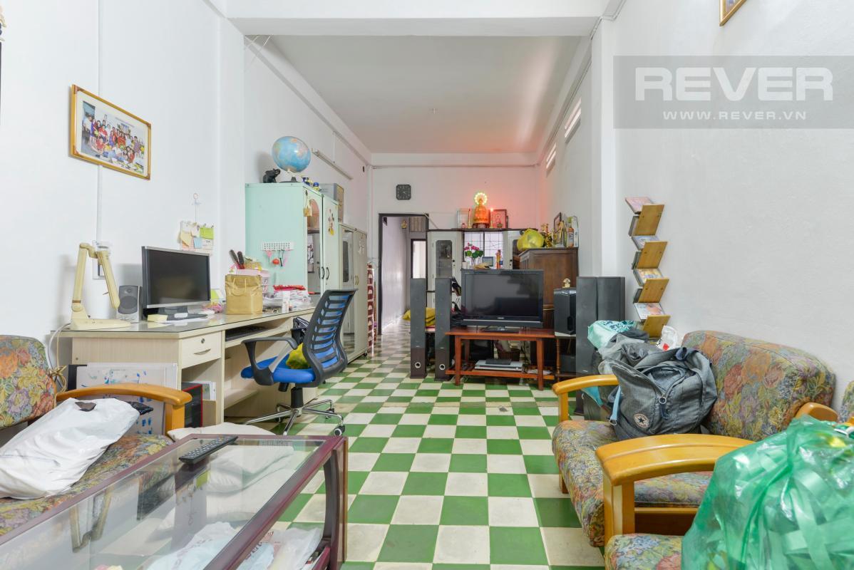 Phòng khách trên lầu Nhà 4 tầng mặt tiền Phan Đình Phùng