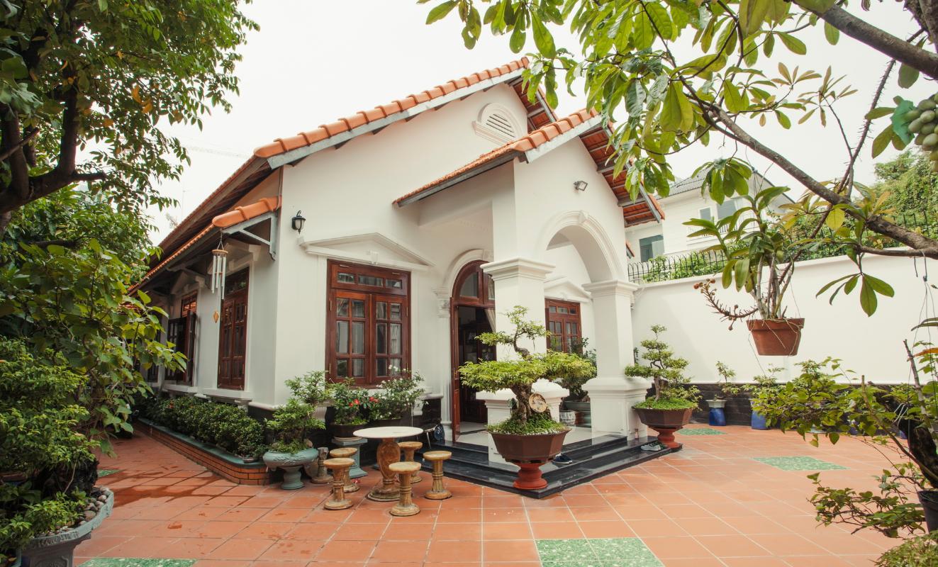 Villa được xây dựng theo kiến trúc nhà 3 gian Villa hướng Tây Bắc Đường 12 Thảo Điền