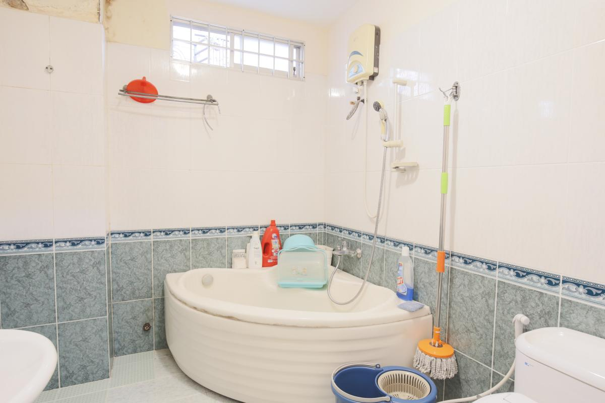 Phòng tắm 1 Nhà 3,5 tầng hẻm Phan Xích Long Phú Nhuận