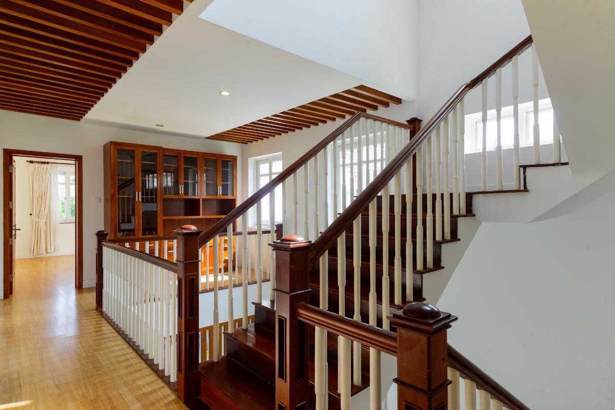 Cầu thang Villa 3 tầng ABC Compoud Trần Não