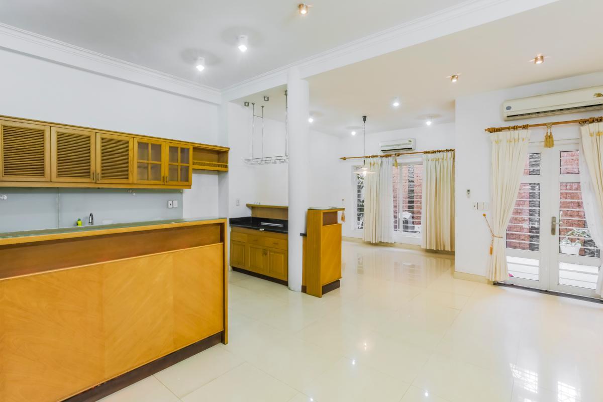 Không gian rộng rãi bên trong nhà nhìn từ phòng bếp Nhà 3 tầng mặt tiền Phạm Cự Lượng Tân Bình