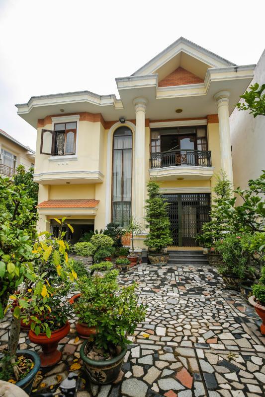 Sân vườn villa lát gạch Villa 2 tầng Đường 61 Thảo Điền