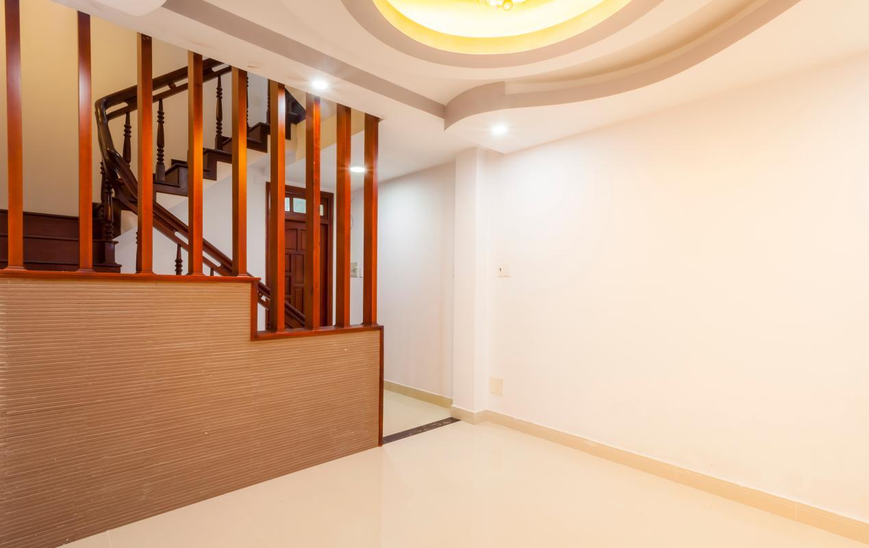 Khu phòng khách tầng trệt Nhà 5 tầng hướng Tây mặt tiền  Trần Văn Dư Tân Bình