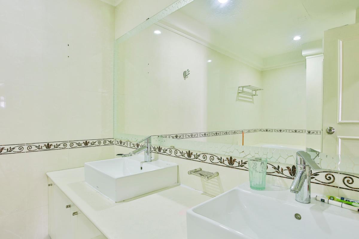 Phòng tắm thiết kế sang trọng Căn hộ trung tầng tháp B Flemington