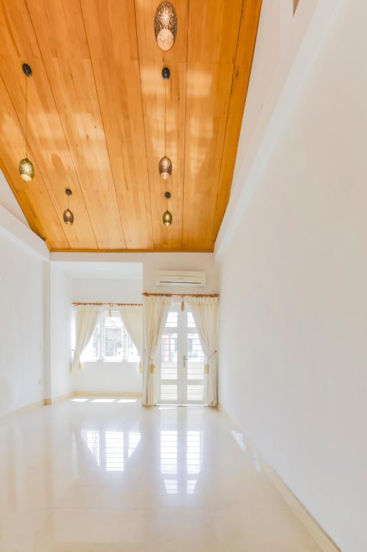 Trần ốp gỗ ở phòng ngủ 3 Nhà 3 tầng mặt tiền Phạm Cự Lượng Tân Bình