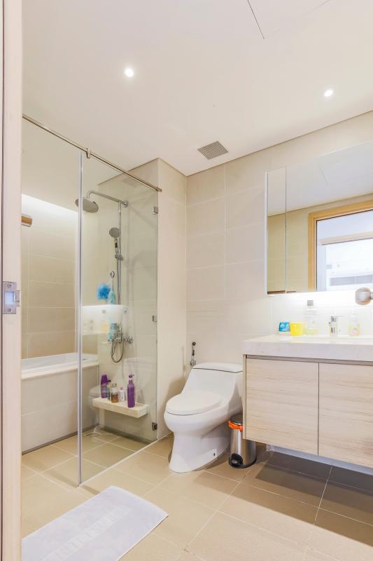 Phòng tắm 1 với bồn tắm Bán căn hộ Sarimi Sala Đại Quang Minh 87m2, 2PN 2WC, nội thất tiện nghi