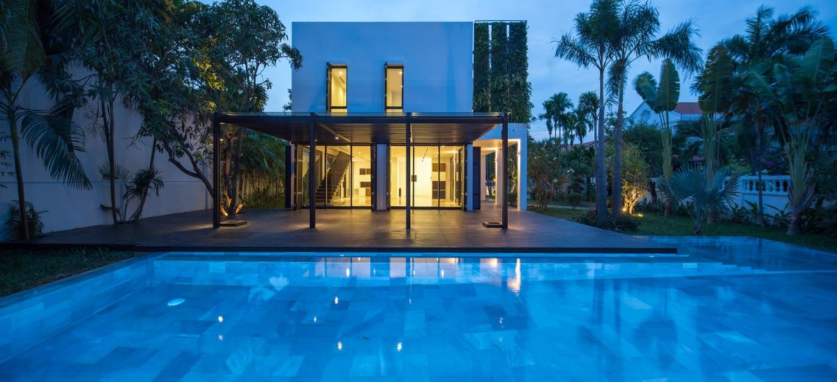 Toàn cảnh villa nhìn từ hồ bơi Villa Lily Thảo Điền Compound