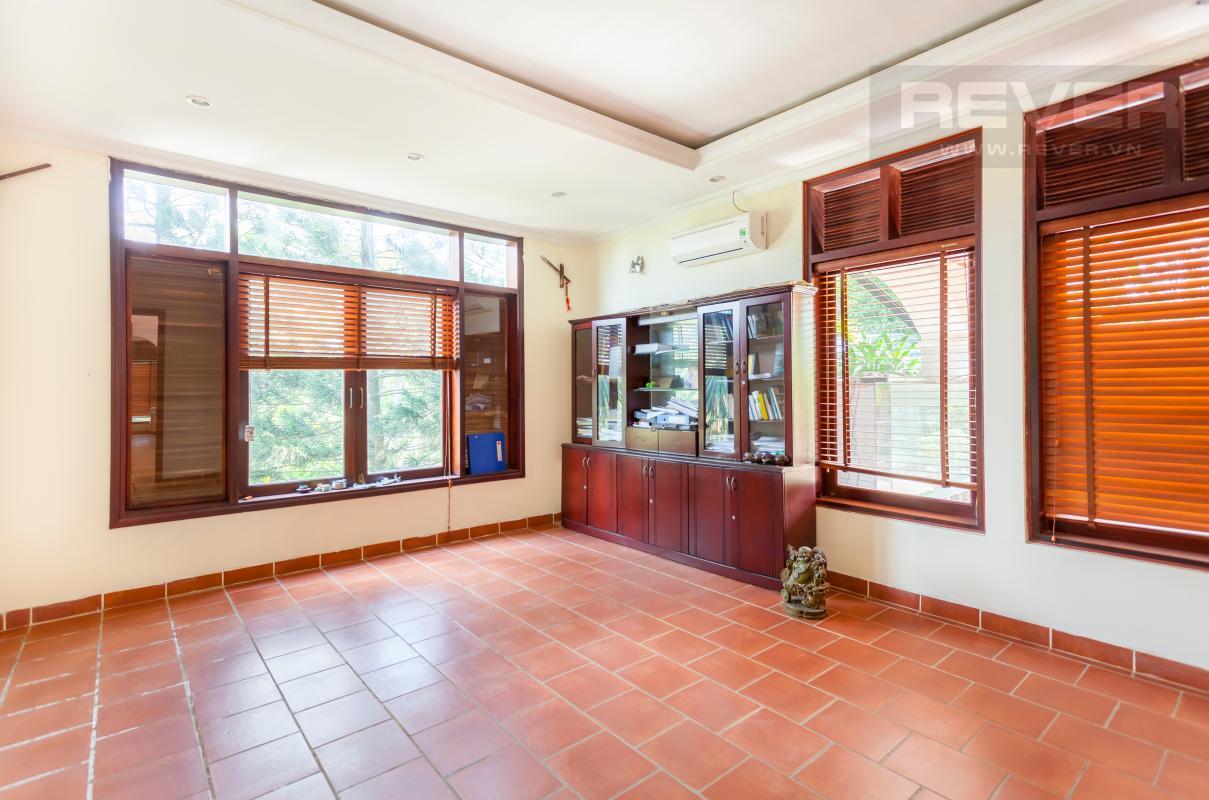 Phòng khách tầng trệt Villa sân vườn hướng Tây Đại học Bách Khoa