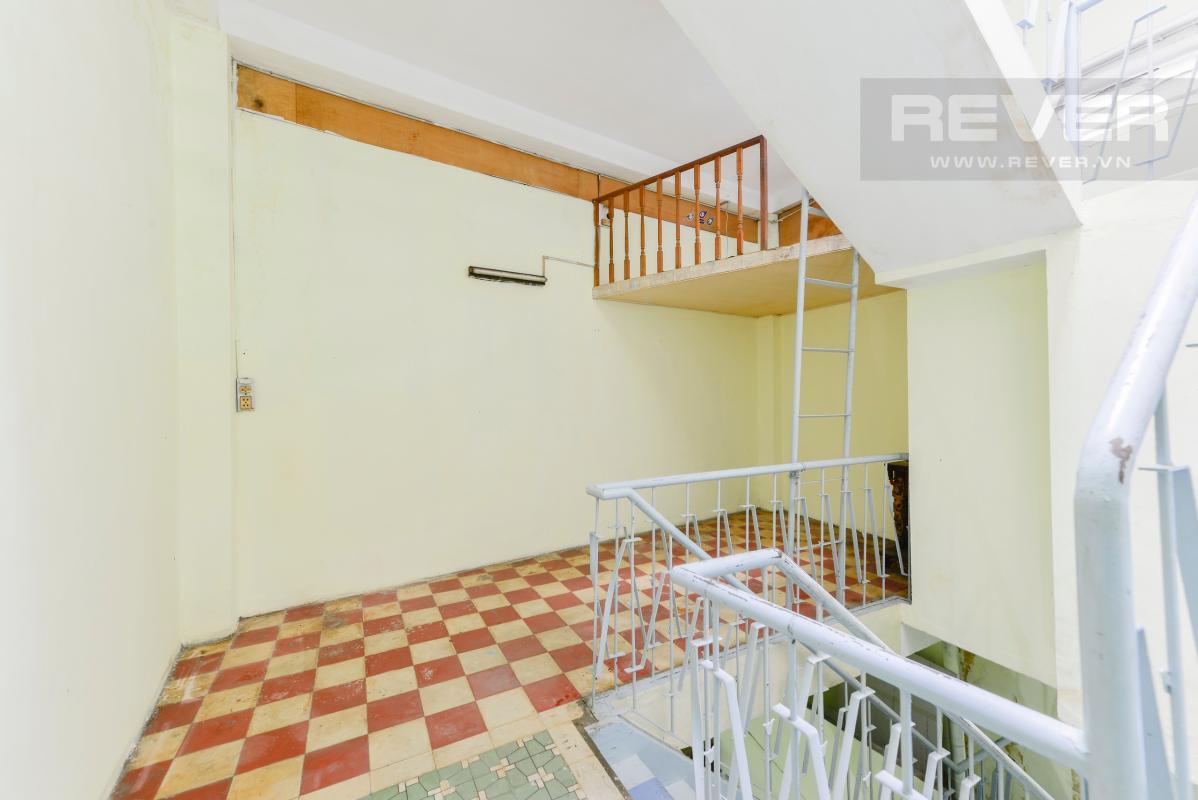 Tầng lửng trên lầu Nhà 4 tầng hẻm rộng rãi đường Pasteur quận 1