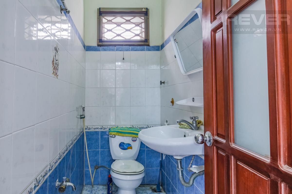 Phòng tắm trong phòng ngủ lớn Villa 3 tầng Đường số 12 Trần Não