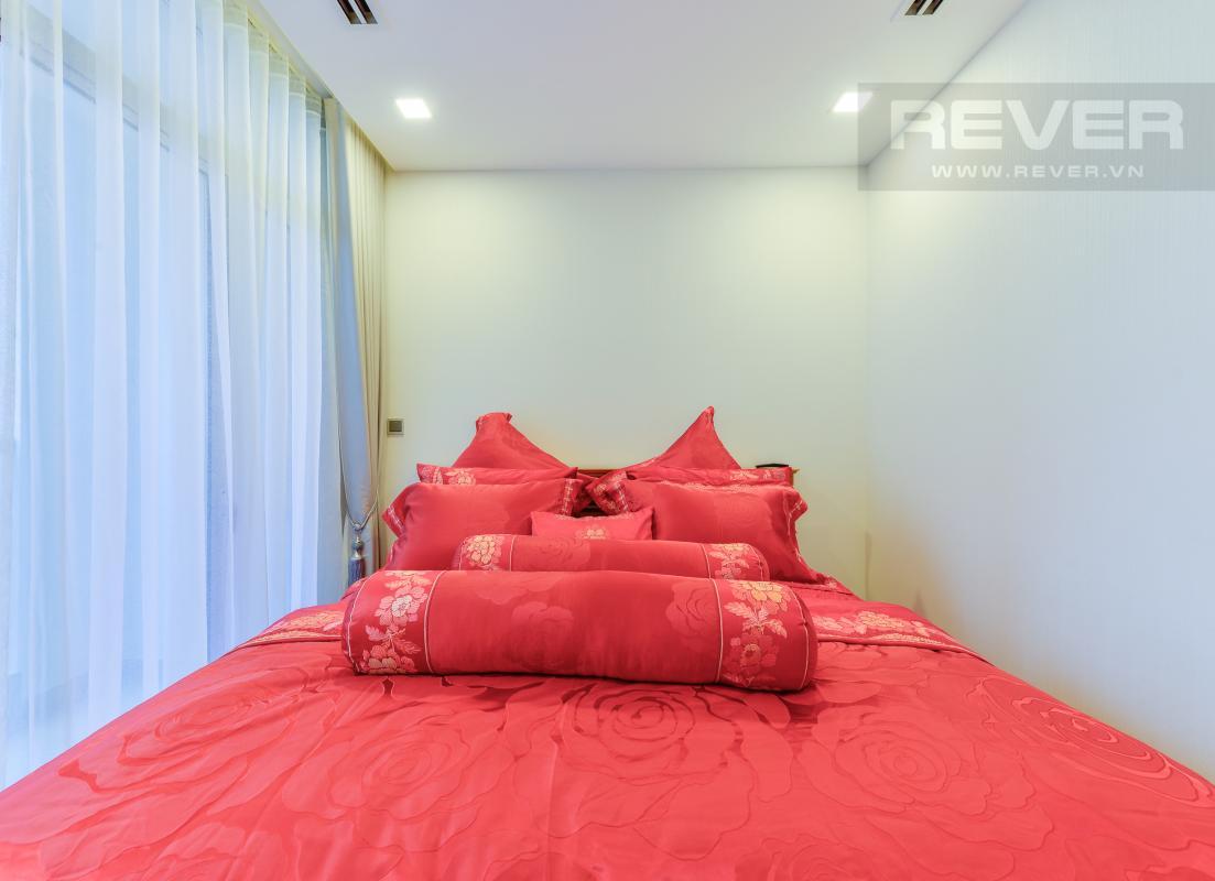 Phòng ngủ sang trọng Căn hộ hướng Đông Nam P1 Vinhomes Central Park