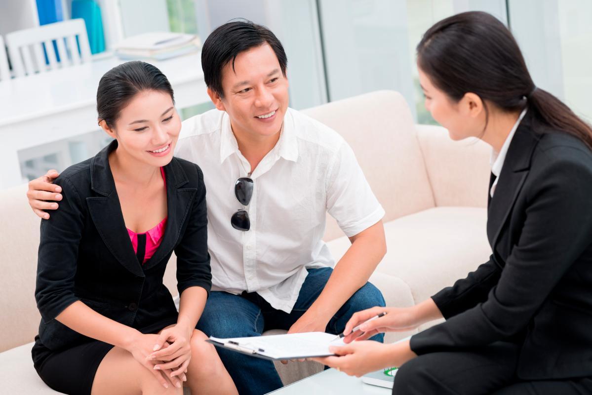 Gặp gỡ và thảo luận cùng khách hàng là công đoạn không thể thiếu để thống nhất ý kiến