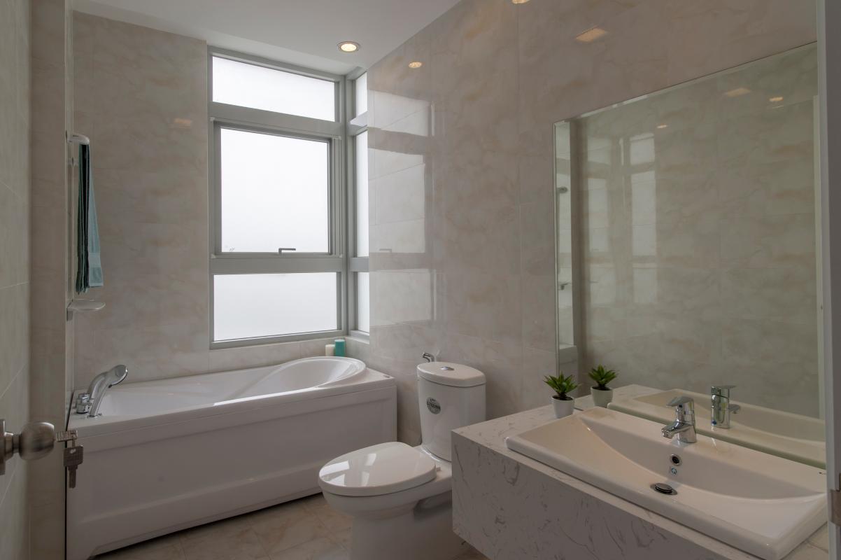 Phòng tắm chính Căn hộ tầng cao B Star Hill