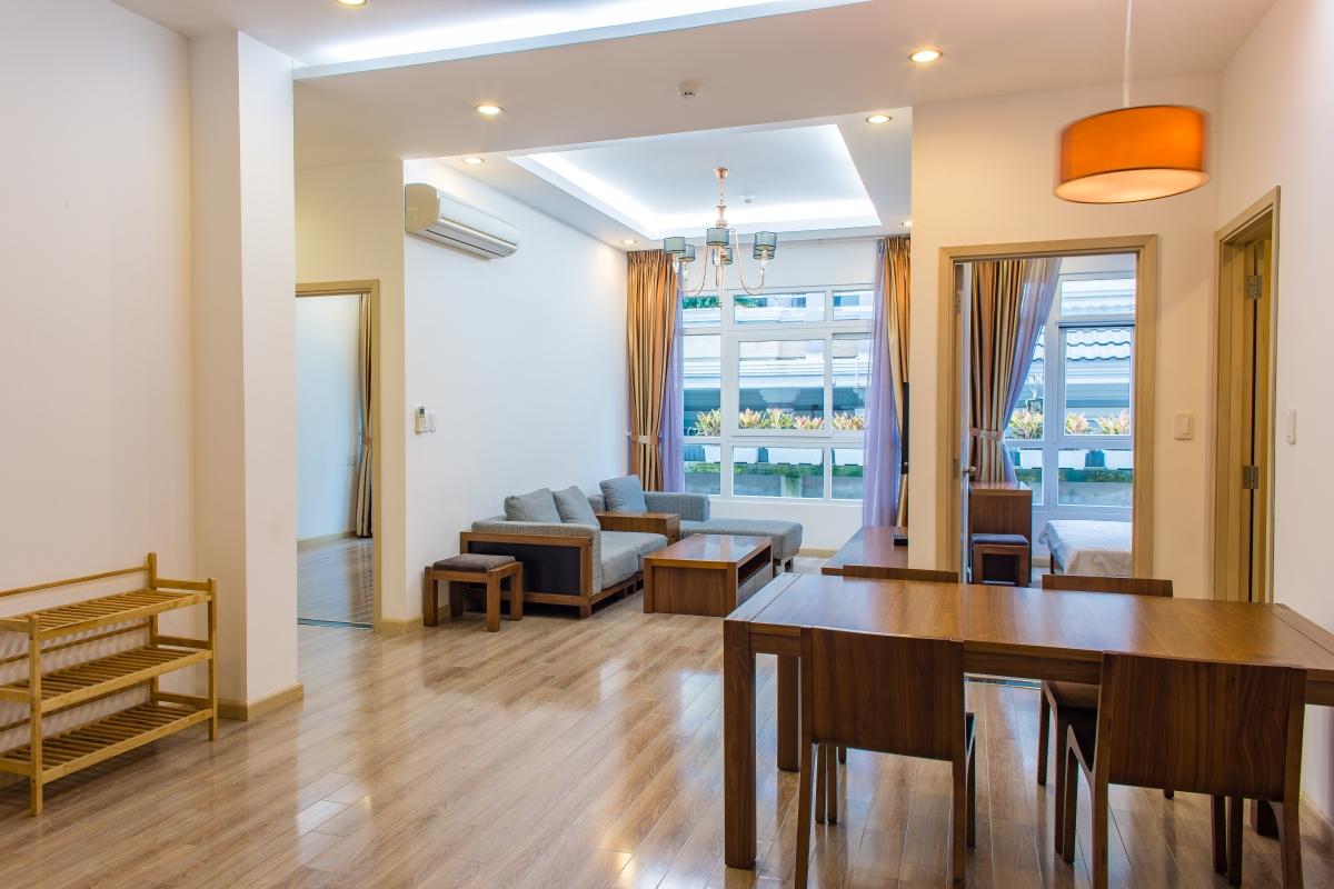 Phòng khách căn hộ hướng Bắc SEM Residence nhìn từ bàn ăn Căn hộ hướng Bắc SEM Residence