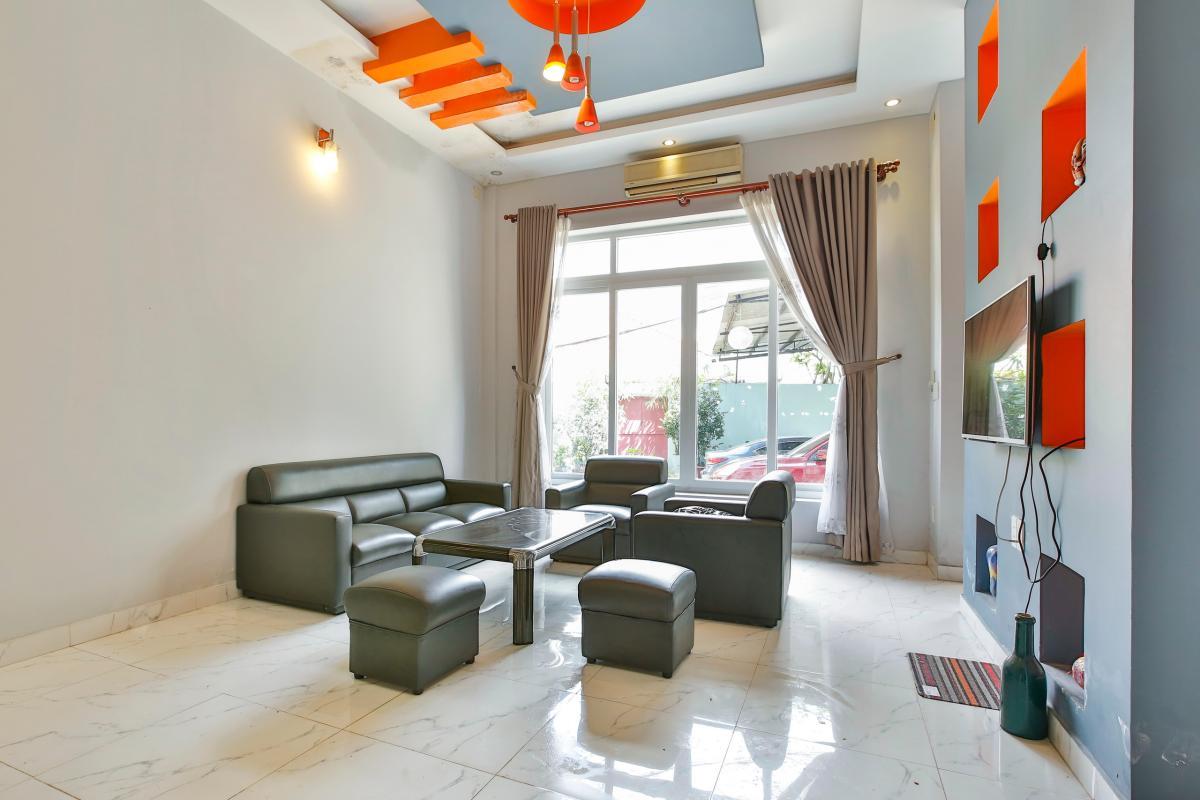 Phòng khách hướng Đông Nhà 4 tầng Tống Hữu Định Thảo Điền