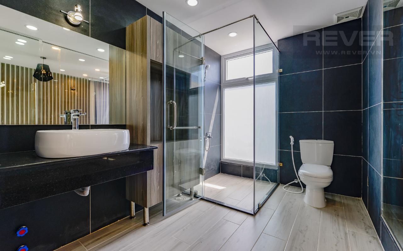 Phòng tắm hiện đại và thoáng đãng M & T Building cho thuê phòng đủ nội thất, nhiều diện tích sử dụng