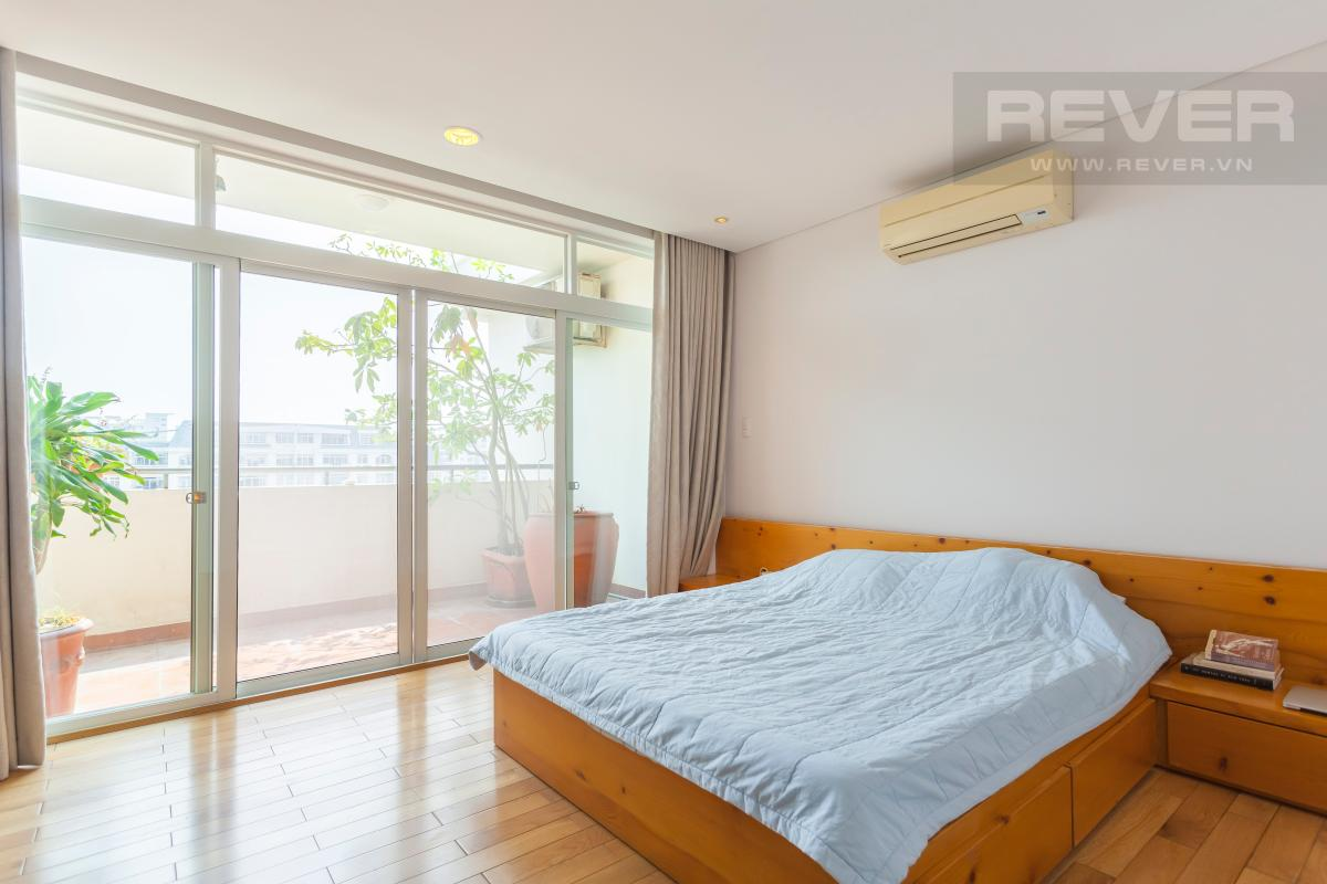 Phòng ngủ chính có ban công Căn hộ duplex Cảnh Viên 1 tầng thấp AB1 hướng Tây, 3 phòng ngủ