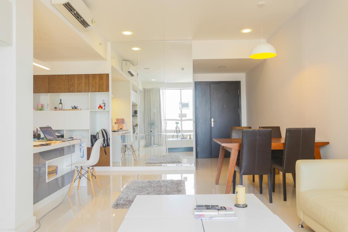 Không gian thoáng đãng của bàn ăn và khu bếp Căn góc Sunrise City tầng cao tháp V4 hướng Tây Nam, 3 phòng ngủ